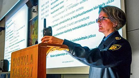 Aluehallintoviraston johtaja Tarja Wiikinkoski puhui keskiviikkona valmiusharjoituksen avauksessa Kokkolassa.