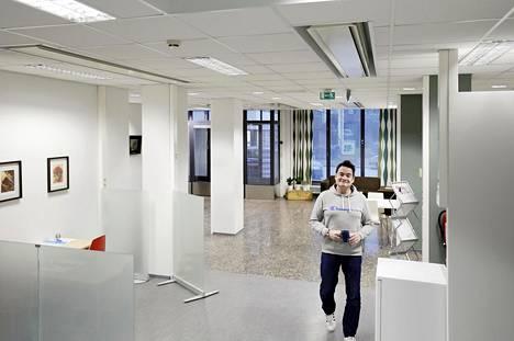 Etu-Töölöstä hankittu katutason toimisto osoittautui liian isoksi aloittavalle yritykselle, Tommi Siikaniva kertoo.