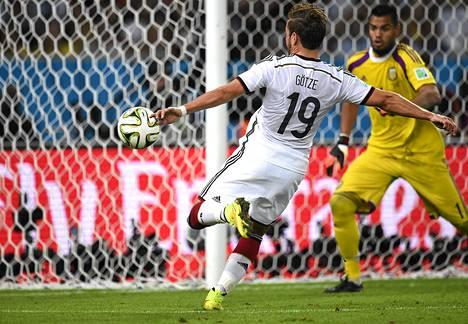 Näin Mario Götze laukoi Saksan maailmanmestariksi.