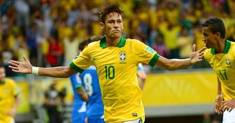 Brasilian Neymar on tehnyt Confederations Cupissa kolmessa ottelussa kolme maalia. Lauantaina hän laukoi vapaapotkun Italian verkkoon.