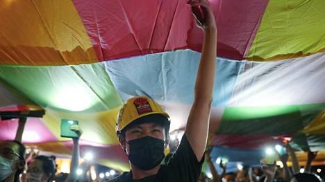 Hongkongin mielenosoitusten tukimielenosoitus Taipeissa Taiwanissa kesäkuun puolessa välissä.