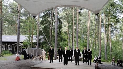 Taaborinvuoren kesäteatterissa harjoiteltiin viime vuonna Aleksis Kiven näytelmää Seitsemän veljestä.