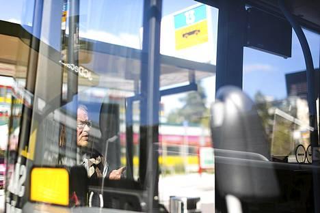 HSL julkaisi varhain perjantaiaamuna listan bussilinjoista, jotka liikennöivät mielenilmauksesta huolimatta.