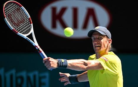 Jarkko Nieminen hävisi Stanislas Wawrinkalle Australian avoimessa tennisturnauksessa varhain lauantaiaamuna.