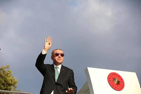 Turkin presidentti Recep Tayyip Erdoğan tervehti sunnuntaina kannattajiaan Trabzonissa.