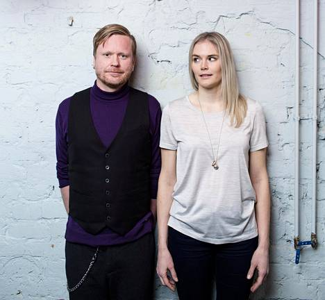 Sami Minkkinen ja Marja Kihlström kertovat kirjassa omista seksikokemuksistaan. He eivät ole keskenään parisuhteessa.