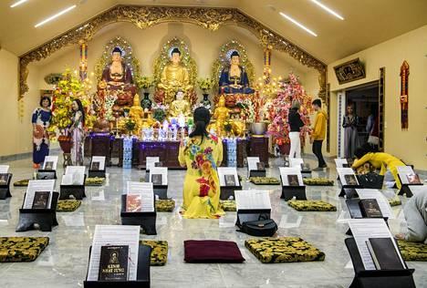 Chua Phuc Lam -niminen temppeli kokoaa pääkaupunkiseudun Buddhaan uskovat vietnamilaiset yhteen monta kertaa vuodessa. Nyt alkamassa on seremonia uudenvuoden kunniaksi.
