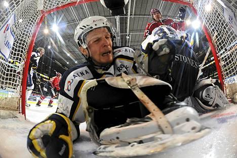 Bluesin Santeri Heiskanen liukui maaliin viime keväänä SM-liigan finaaleissa HIFK:ta vastaan.
