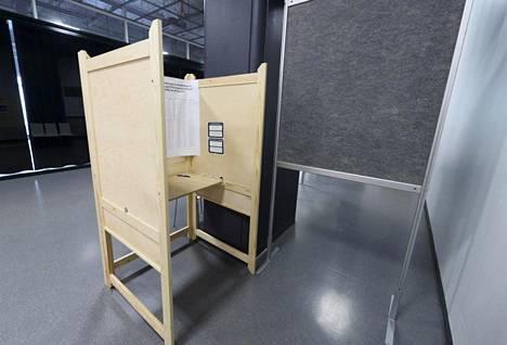 Eurovaalien ennakkoäänestyspiste oli valmiina Helsingin Ruoholahdessa tiistaina.