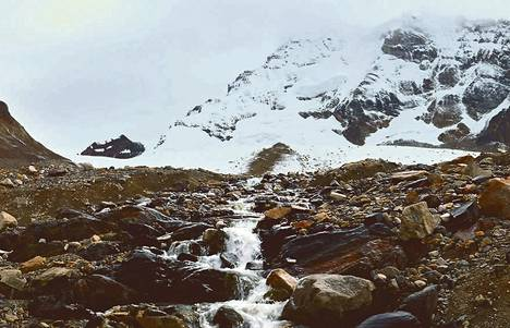 Huayna Potosi on yksi Andien huipuista, joilla jääpeite hupenee tutkijoiden mukaan huolestuttavalla vauhdilla.