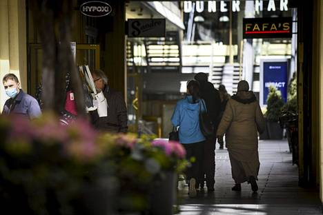 Luottamus omaan talouteen on paljon vahvempi kuin luottamus Suomen talouteen, ilmenee Tilastokeskuksen julkistuksesta.