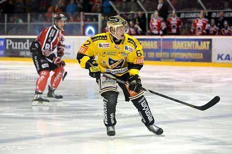 Artturi Lehkonen on tehnyt tällä kaudella 33 ottelussa 20 tehopistettä (7+13).