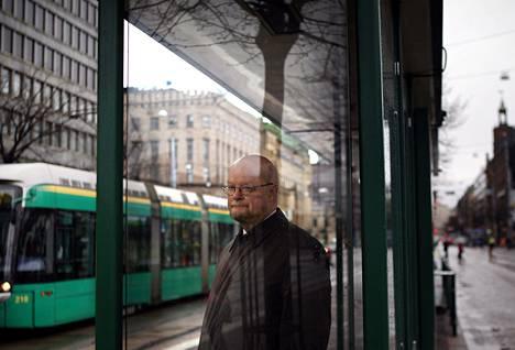Osmo Soininvaaran mielestä autoilua pitäisi verottaa kaupungeissa enemmän kuin maaseudulla, jossa autoa todella tarvitaan eivätkä raitiovaunut kulje.