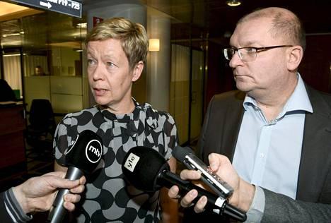 Teknologiateollisuuden varatoimitusjohtaja Eeva-Liisa Inkeroinen ja Teollisuusliiton puheenjohtaja Riku Aalto ilmoittivat päässeensä neuvottelutulokseen uudesta työehtosopimuksesta Etelärannassa maanantaina.