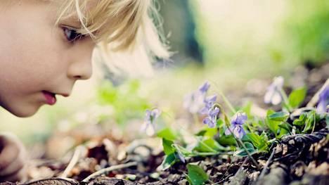 Moni ajattelee, että lapset ovat luonnostaan läsnäolon mestareita.