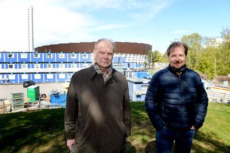 Pekka Honkanen (vas.) väistyy Urheilumuseon johtajan paikalta ja Jukka-Pekka Vuori ottaa vastuun.