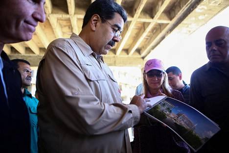 Venezuelan presidentti Nicolas Maduro ja hänen vaimonsa Cilia Flores vierailivat lauantaina Caraballedassa uuden hotellin rakennusalueella Venezuelassa.