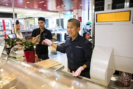 Vietnamilainen Pham Van Hoc siirtyy pian kokkaamaan vietnamilaista ruokaa omaan ravintolaansa.