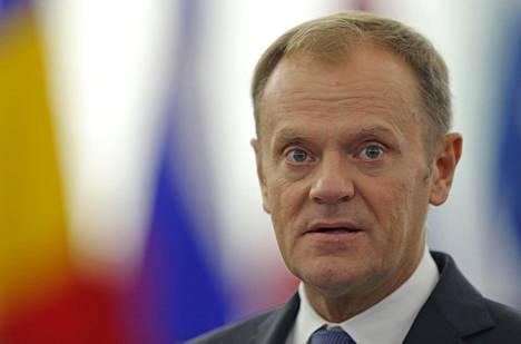 Donald Tusk vaatii muilta solidaarisuutta Saksaa kohtaan ja Saksalta johtajuutta.