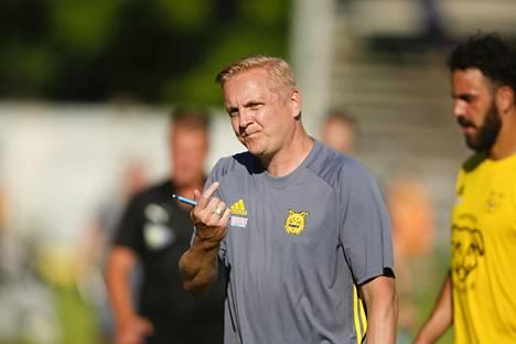Ilveksen päävalmentaja Jarkko Wiss on tehnyt viime kausilla hyvää jälkeä pienillä resursseilla.