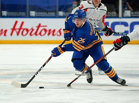 Buffalo Sabresin Arttu Ruotsalaisen kevät jatkuu MM-kisoissa Latviassa.