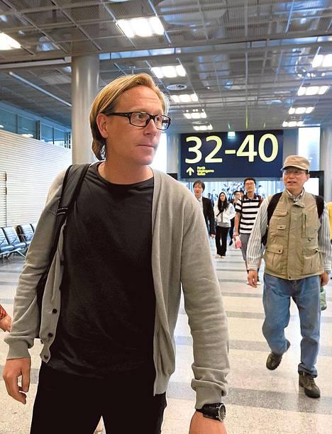 Työtaistelu turhautti tiistai-iltana matkustajia. Ruotsalaisen Åke Dagbergin kokous jäi väliin peruutetun Pekingin-lennon vuoksi.
