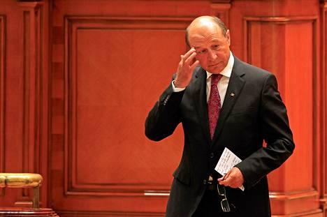 Romanian presidentti Traian Basescu valmistautui pitämään puheen perjantaina Bukarestissa.