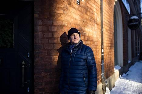 Antti Vihisen kirjassa seikkaileva poliisi asuu Tampereella Pikilinnan talossa.
