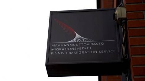Migrin eli Maahanmuuttoviraston kyltti Helsingin toimipisteessä.