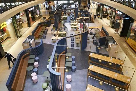 Kauppakeskus Triplan ravintolakerroksessa on hiljaista.