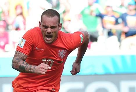 Wesley Sneijder vapautti maalillaan Hollannin.