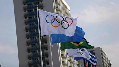 Olympialippu liehui Rion kisakylässä.