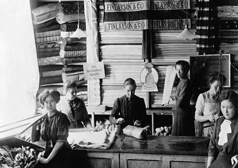 Canthin perillisten pitämän lankakaupan henkilökuntaa vuonna 1915.