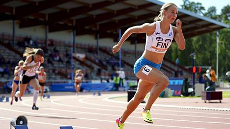 Viivi Lehikoinen paransi 400 metrin aitojen ennätystään 1,16 sekunnilla.
