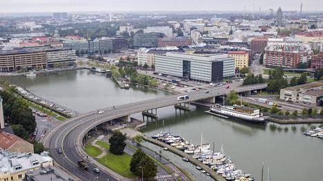 Helsingin Hakaniemen huonokuntoinen silta puretaan ja tilalle rakennetaan uusi.