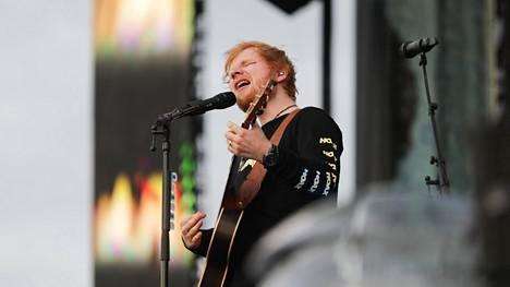 Brittiläinen Ed Sheeran esiintyi Malmin lentokentällä Helsingissä heinäkuussa.
