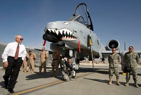 Suunnitelmien mukaan ilmavoimien käytöstä poistettaisiin A-10 warthog -taistelukoneet-