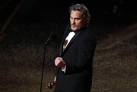 Joaquin Phoenix voitti miespääosa-Oscarin.