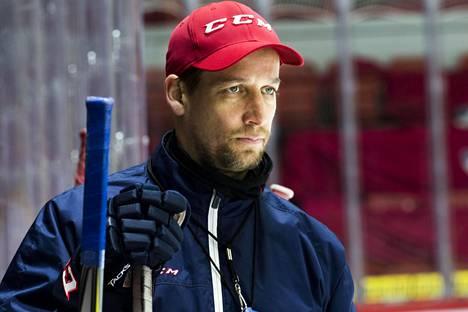 IFK:n päävalmentaja Antti Törmänen yrittää valmennustiiminsä kanssa löytää keinot Tapparan kaatamiseen.