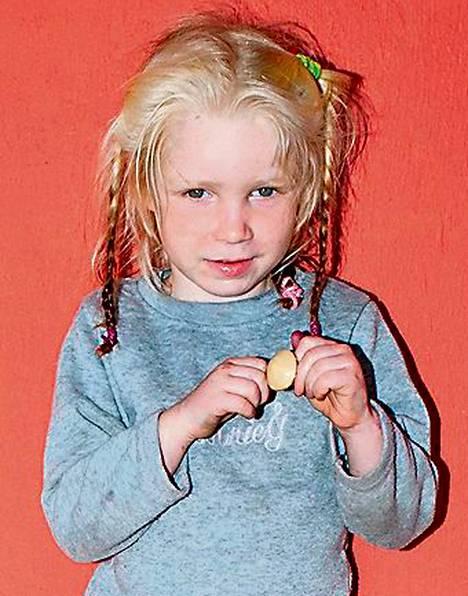 Tytön kuva julkistettiin, jotta oikeat vanhemmat löytyisivät.