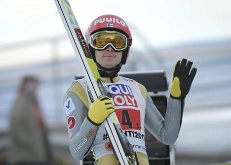 Mäkihyppääjä Jarkko Määttä Lahden maailmancupin kilpailussa maaliskuussa 2017.