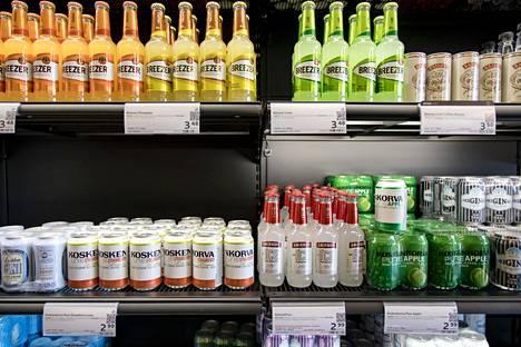 Limuviinojen eli sekoittamalla tehtyjen long drink -juomien valikoimaa Alkossa.