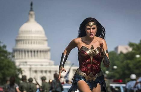 Gal Gadot näyttelee pääosaa Wonder Woman 1984 -elokuvassa.