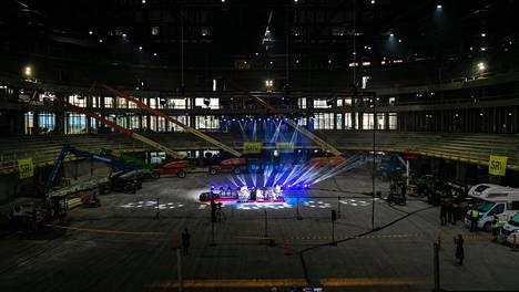Viime syksynä Tampereelle rakennettavan Uros Live -areenan rakennustyömaalla esiintyi areenan ensimmäisenä esiintyjänä Kaija Koo sekä Tampereen Filharmoninen kuoro.