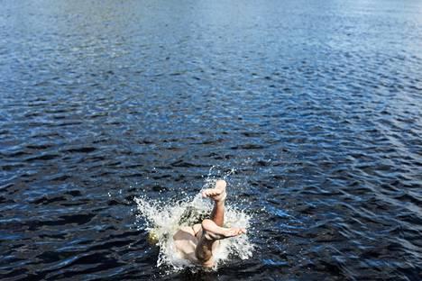 Kitiseen on helppo pulahtaa uimaan.
