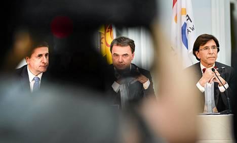 Puoluejohtajat tiedotustilaisuudessa. Kuvassa vasemmalta FDF-puolueen Olivier Maingain, ranskankielisten kristillisdemokraattien Bênoit Lutgen ja ranskankielisen sosialistipuolueen PS:n Elio Di Rupo.