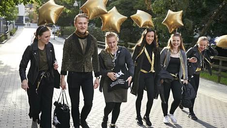 Helsingin yliopiston yleisen ja aikuiskasvatustieteen ensimmäisen vuoden opiskelijoista miehiä on alle kymmenen. Opiskelijat Sara Savolainen, Oula Hyle, Aino Virenius, Mayling Laihosola, Riikka Hormu ja Minja Vaara matkasivat alan fuksiaisiin.