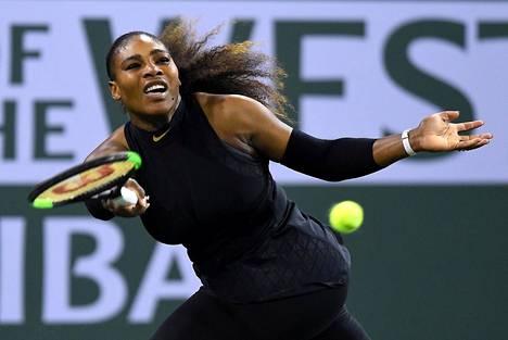 Serena Williams ensimmäisen kierroksen ottelussaan Zarina Diyasia vastaan ATP-turnauksessa Indian Wellsissä.