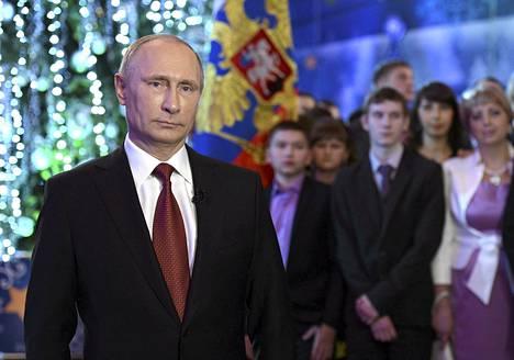 Vladimir Putin valmistautumassa tiistaiseen puheeseensa Habarovskissa.