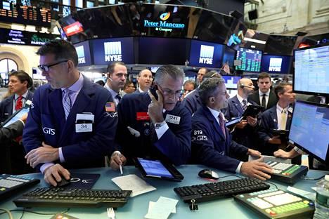 Osakkeiden välittäjät työskentelivät New Yorkin pörssissä viime kesäkuussa.